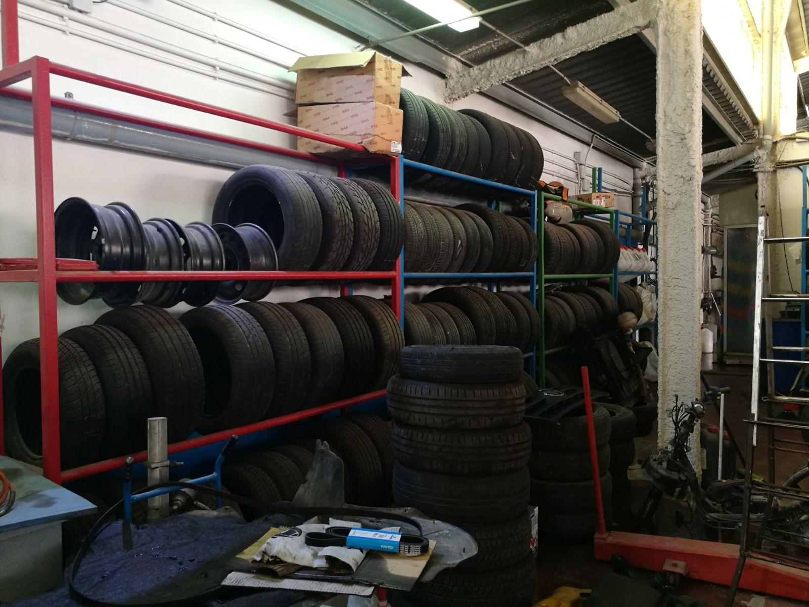 Cambio de neumáticos: Servicios de Autotaller Ruíz