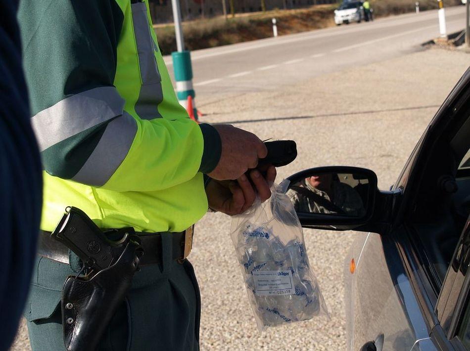 Tráfico sorprende en Asturias a 32 conductores drogados en una semana