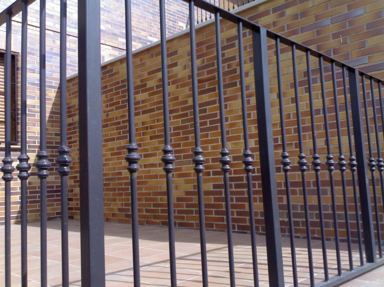 Barandilla de hierro con macolla: Catálogo aluminio y cerrajería de ...