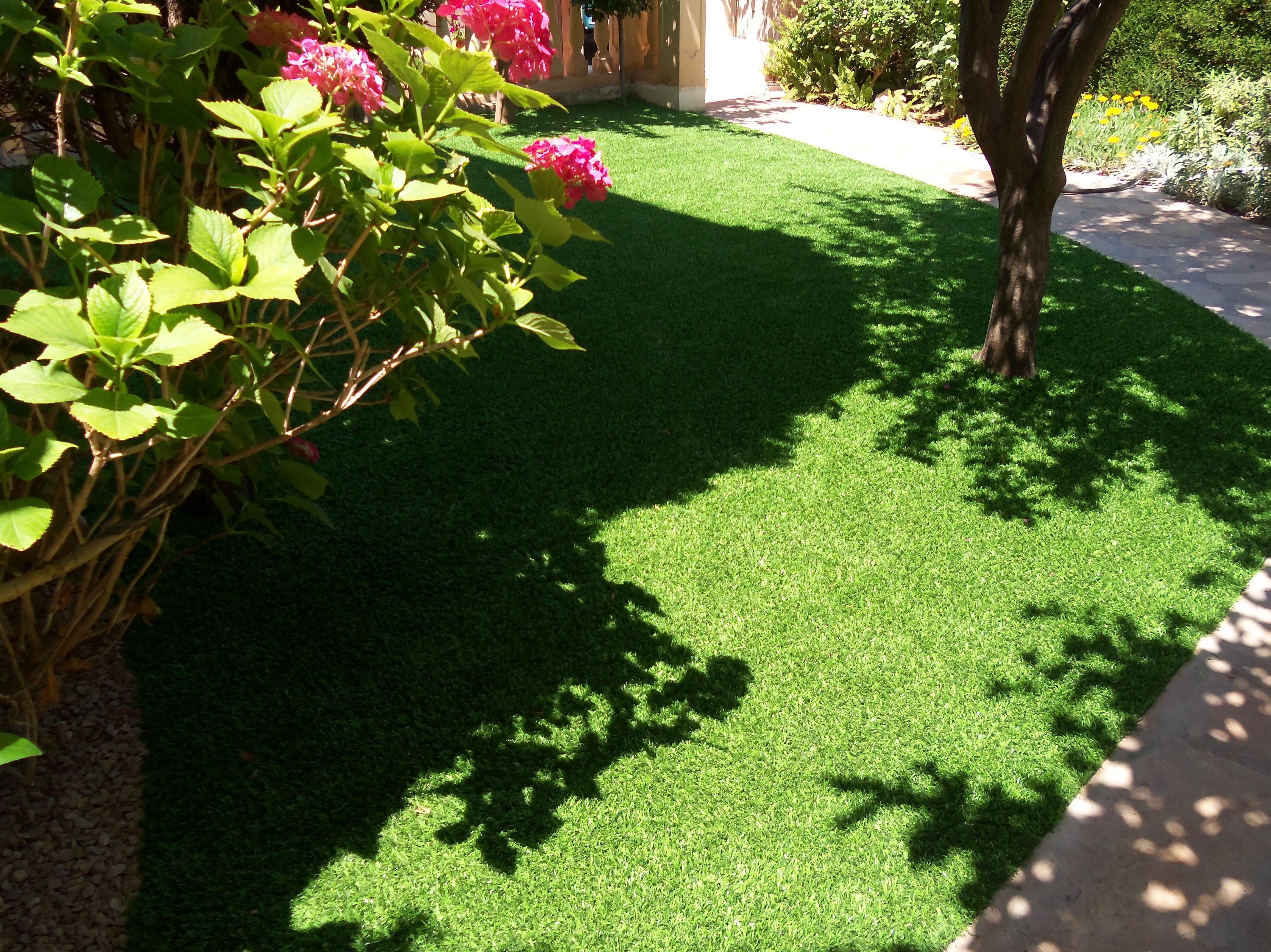 Proyecto Ches Pa con césped artificial en jardín particular en Valencia - Después