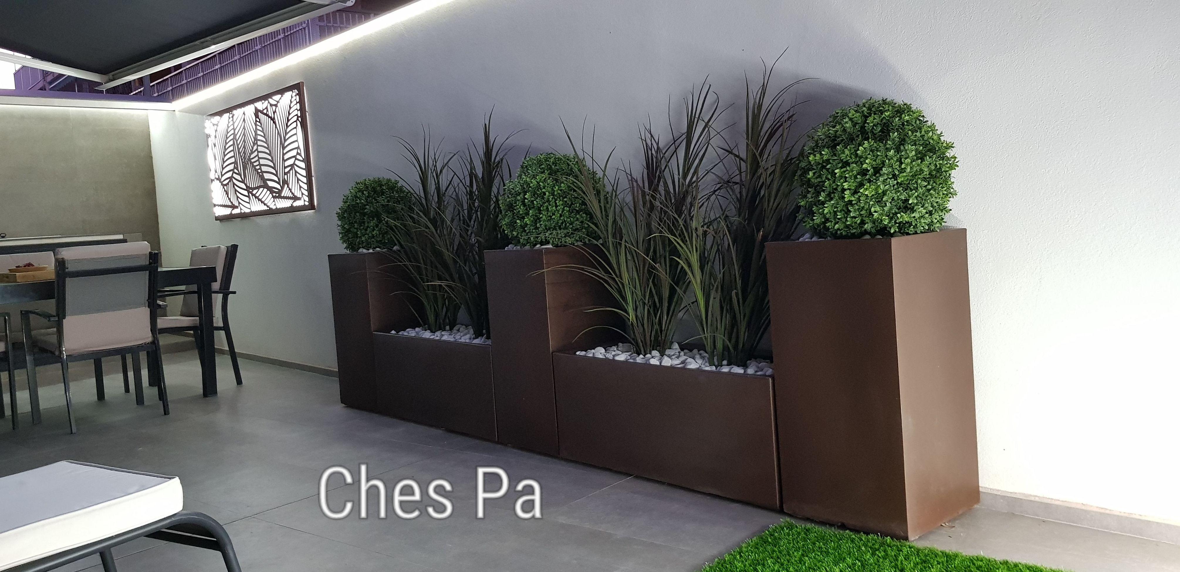 Proyecto con plantas artificiales de exterior en Valencia