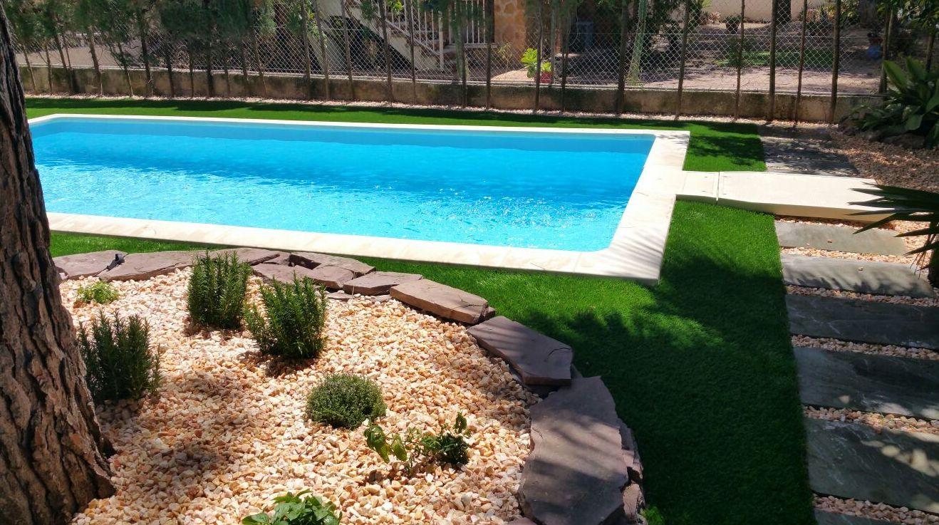 Foto 141 de dise o y mantenimiento de jardines en b tera ches pa s l - Cesped artificial en valencia ...