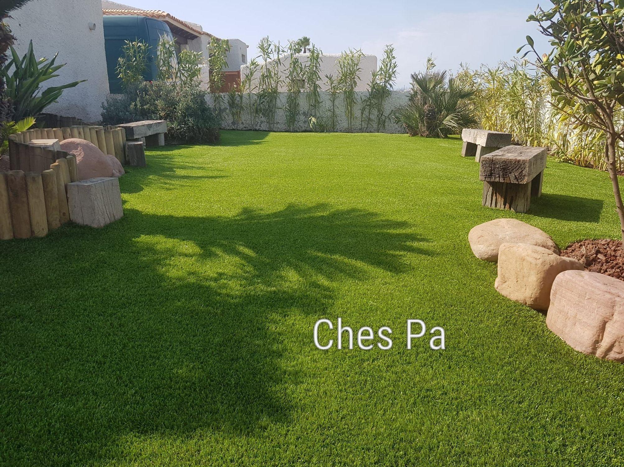 Proyecto jardin particular con materiales en madera y