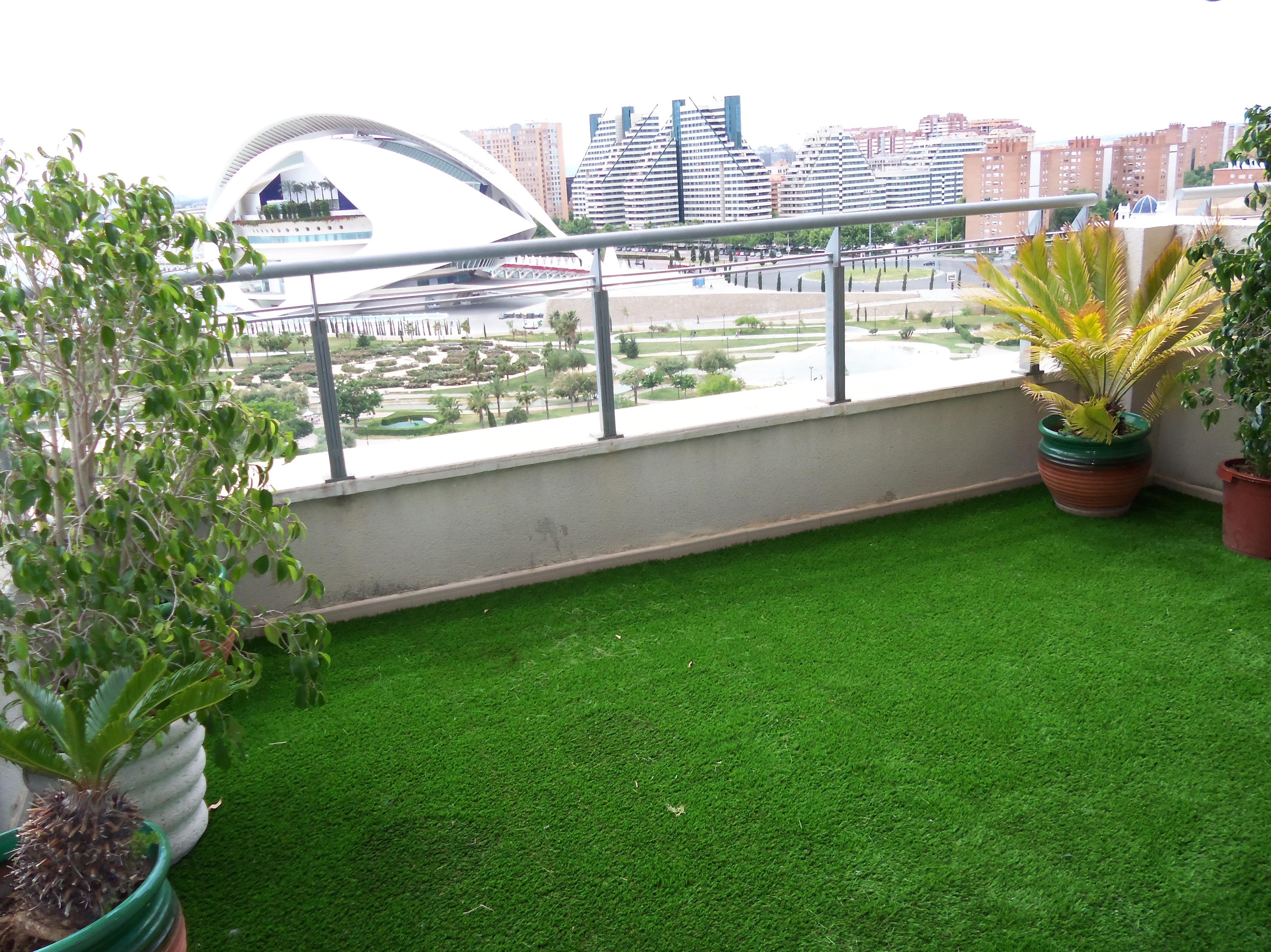 Proyecto Ches Pa en terraza con césped artificial, Ciudad de Las Artes y Las Ciencias Valencia.........