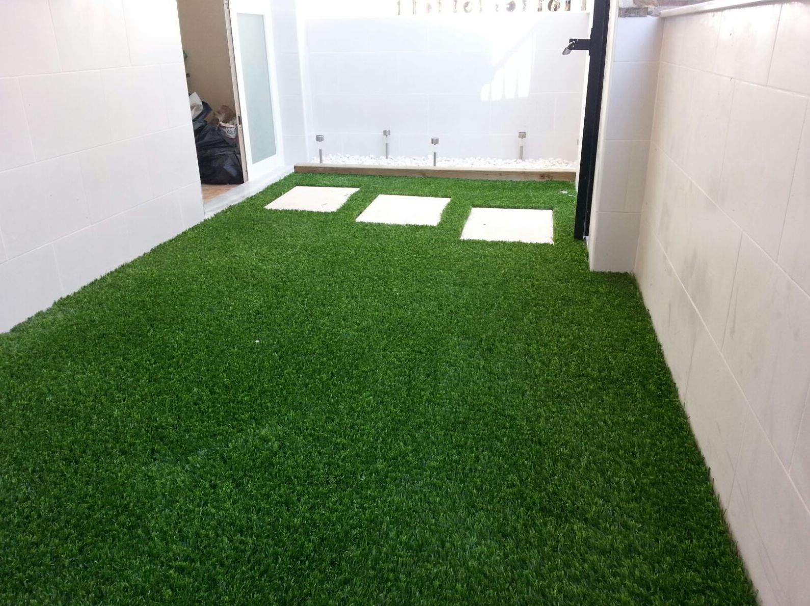 Proyecto Ches Pa en patio interior con césped artificial Valencia