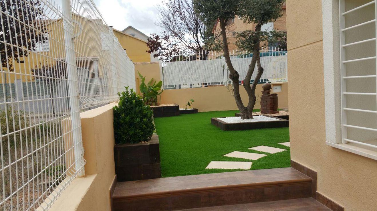 Proyecto en jardín particular con césped artificial Valencia