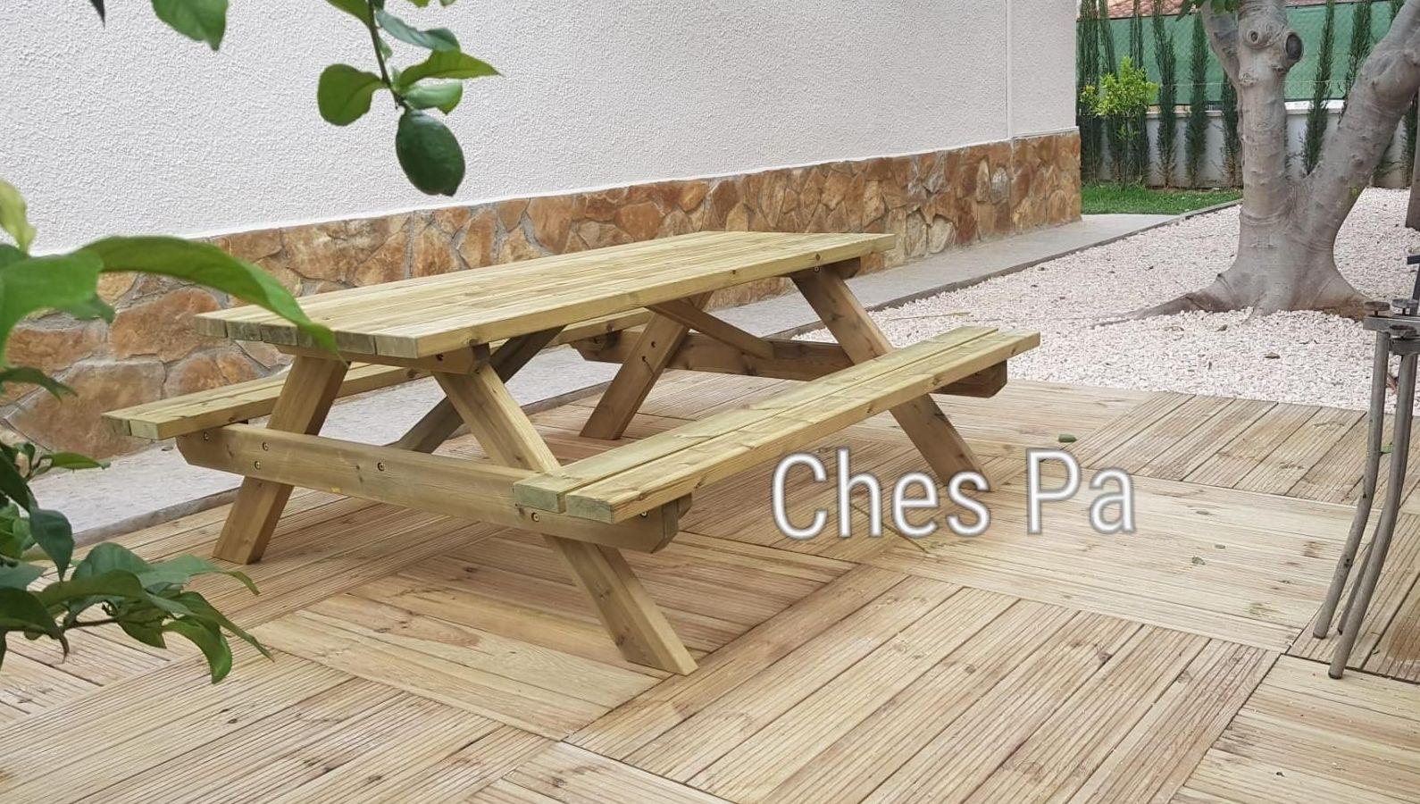 Disponemos de mesas picnic, suelos madera, jardineras y demás...
