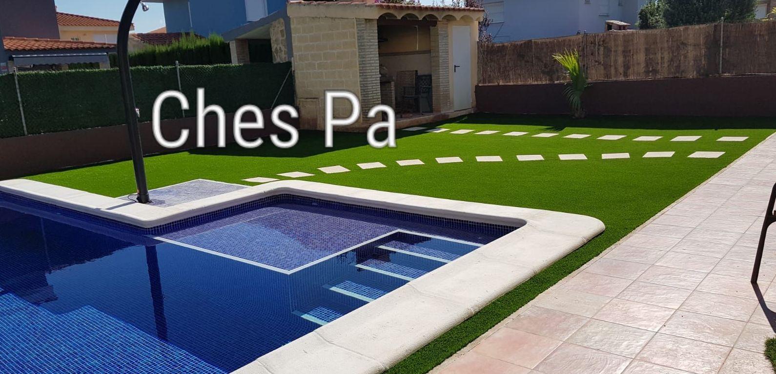 Proyecto paisajismo realizado en jardín particular con césped artificial en Valencia