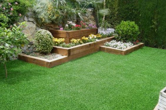 Proyecto en jardín particular con eco traviesas madera y césped artificial en Valencia