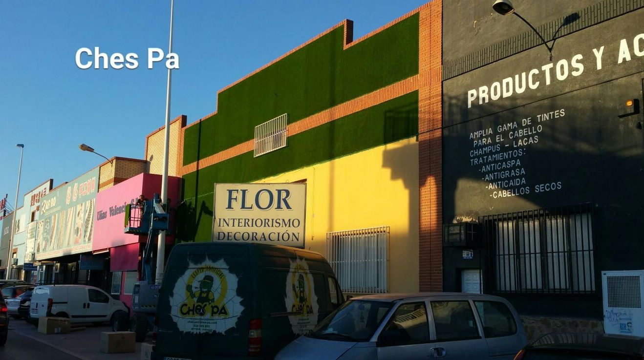 Proyecto wall grass o instalación vertical de césped artificial Valencia en fachada.