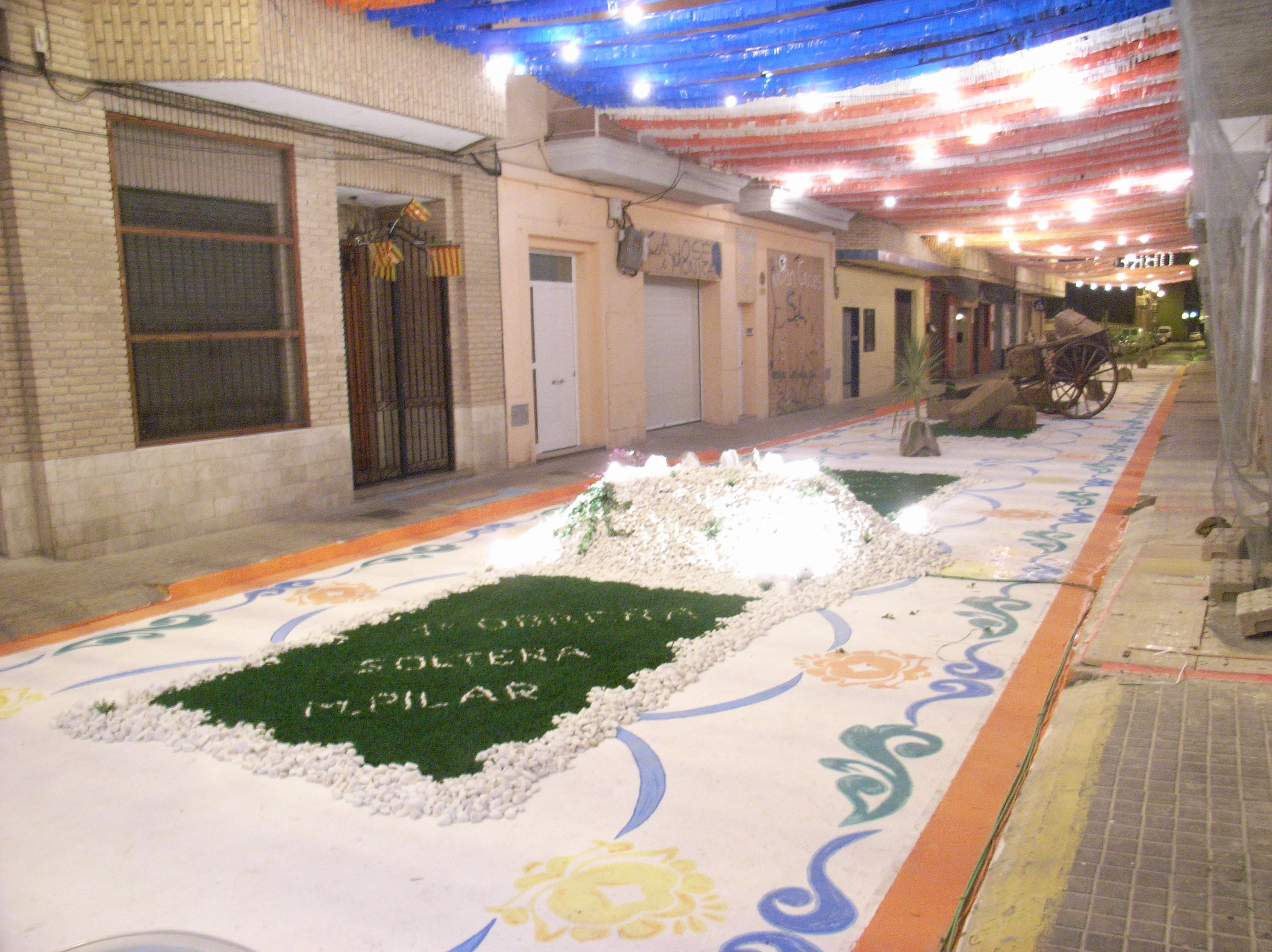 Fiestas Bétera calle adornada por Ches Pa