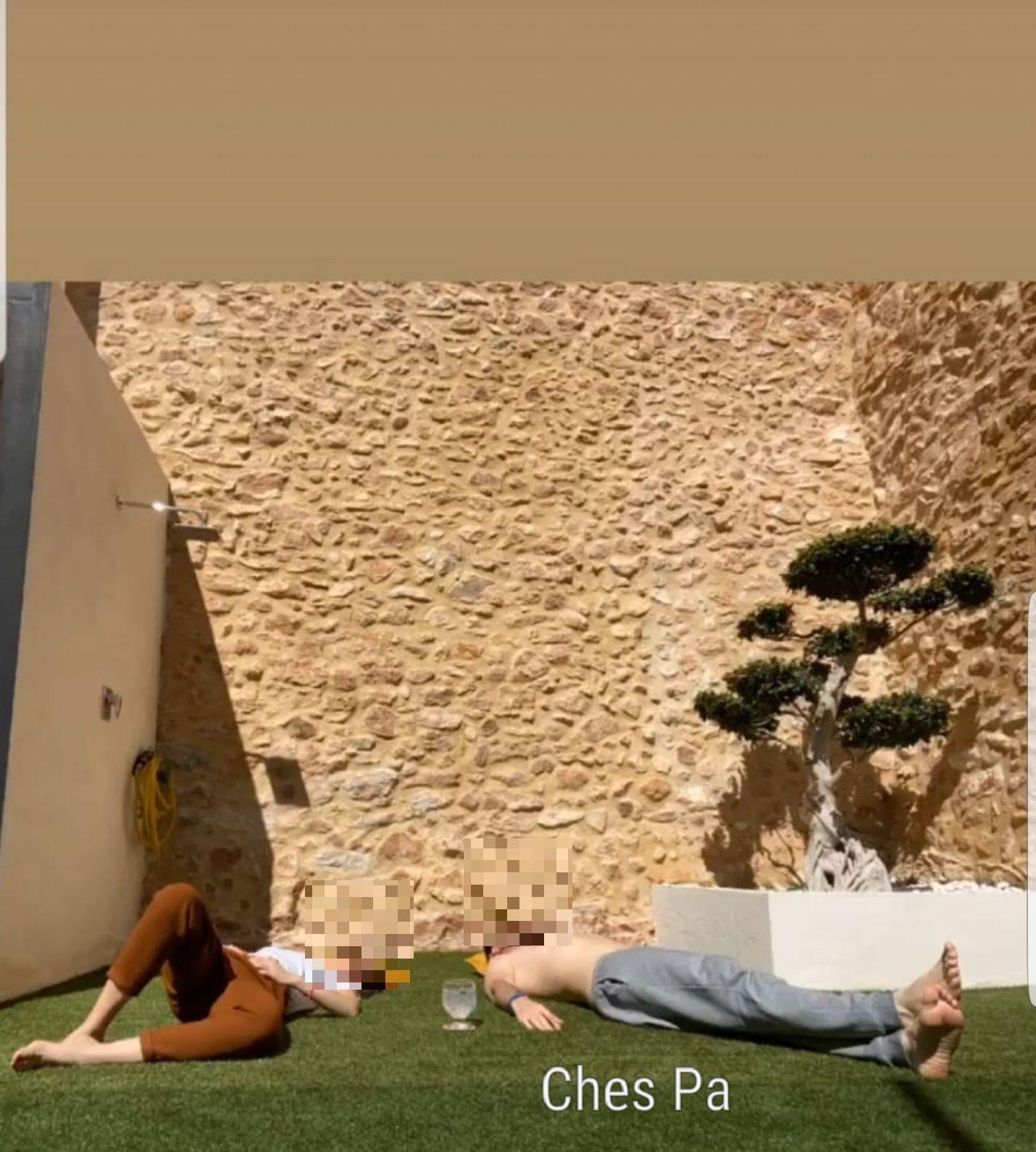 Nuestros clientes disfrutando de su césped artificial en Valencia