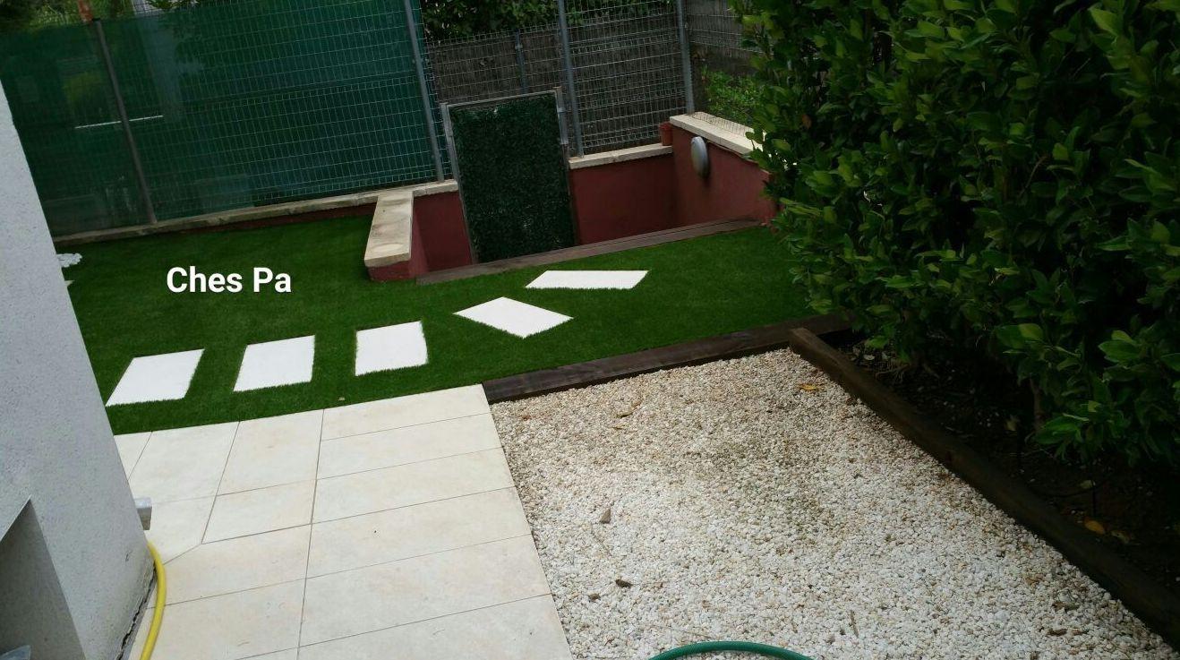 Proyecto paisajismo en vivienda particular con césped artificial en Valencia