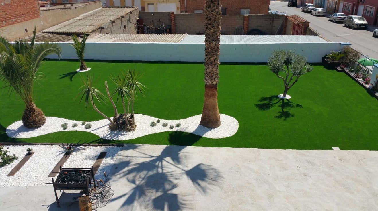 Foto 100 de dise o y mantenimiento de jardines en b tera ches pa s l - Cesped artificial valencia ...