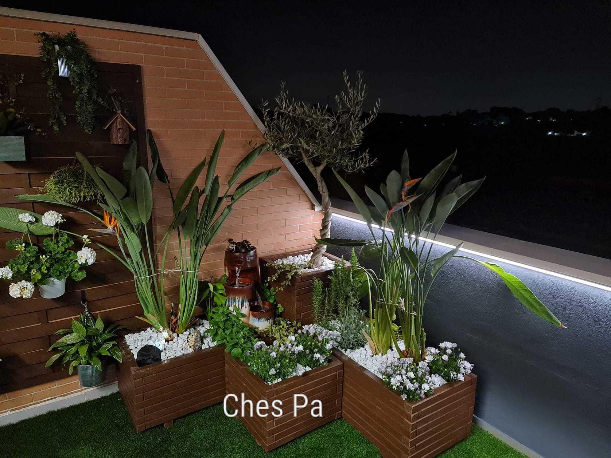 Proyecto en ático, plantas, jardineras, césped artificial en Valencia.