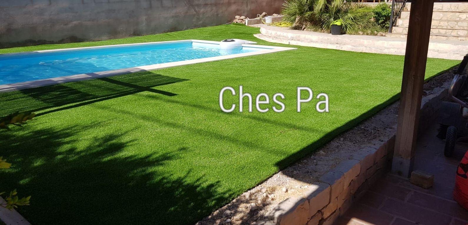 Proyecto paisajismo en jardín particular, piscina, jardineras con corteza, césped artificial en Valencia
