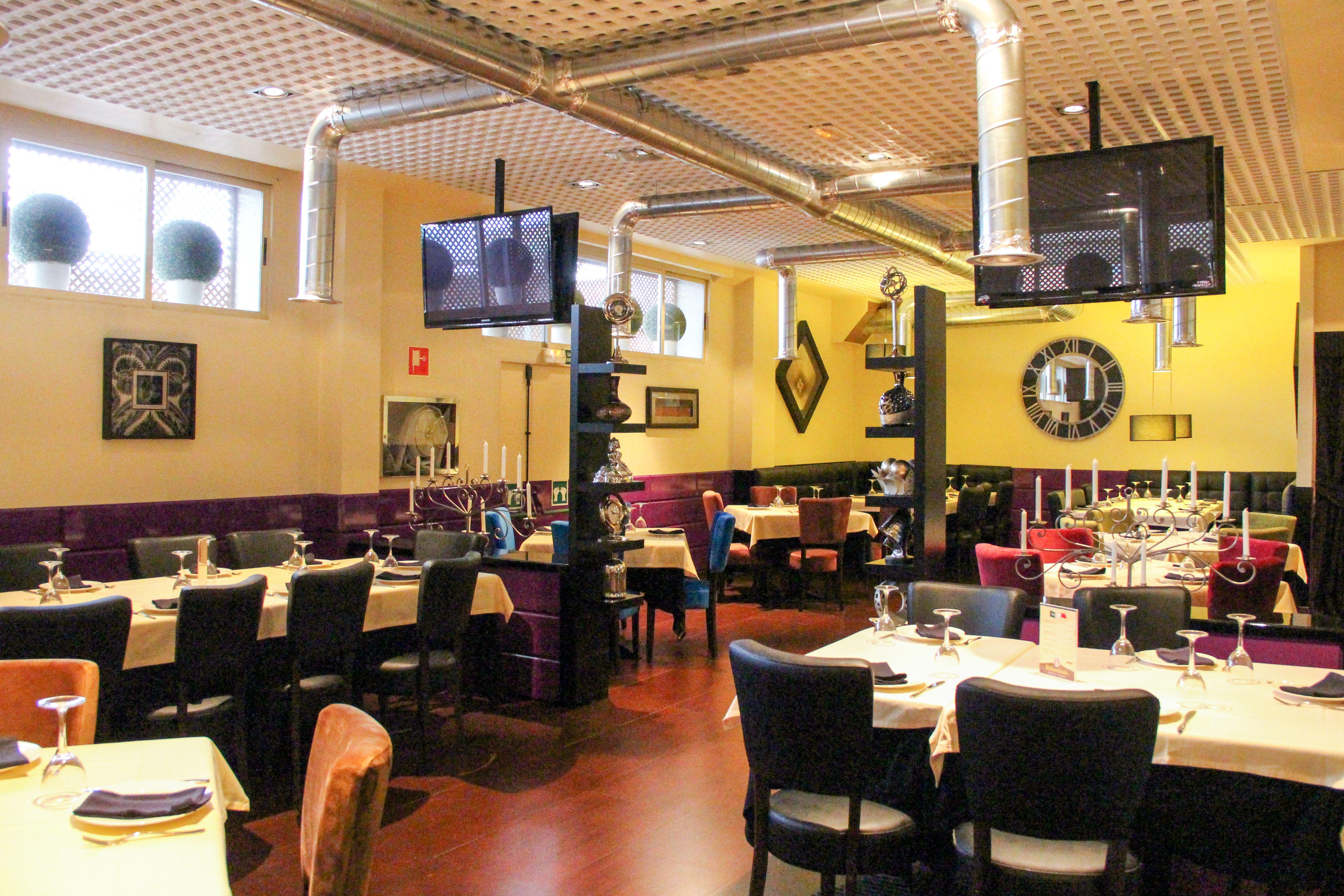Interior Local Restaurante Robertinos