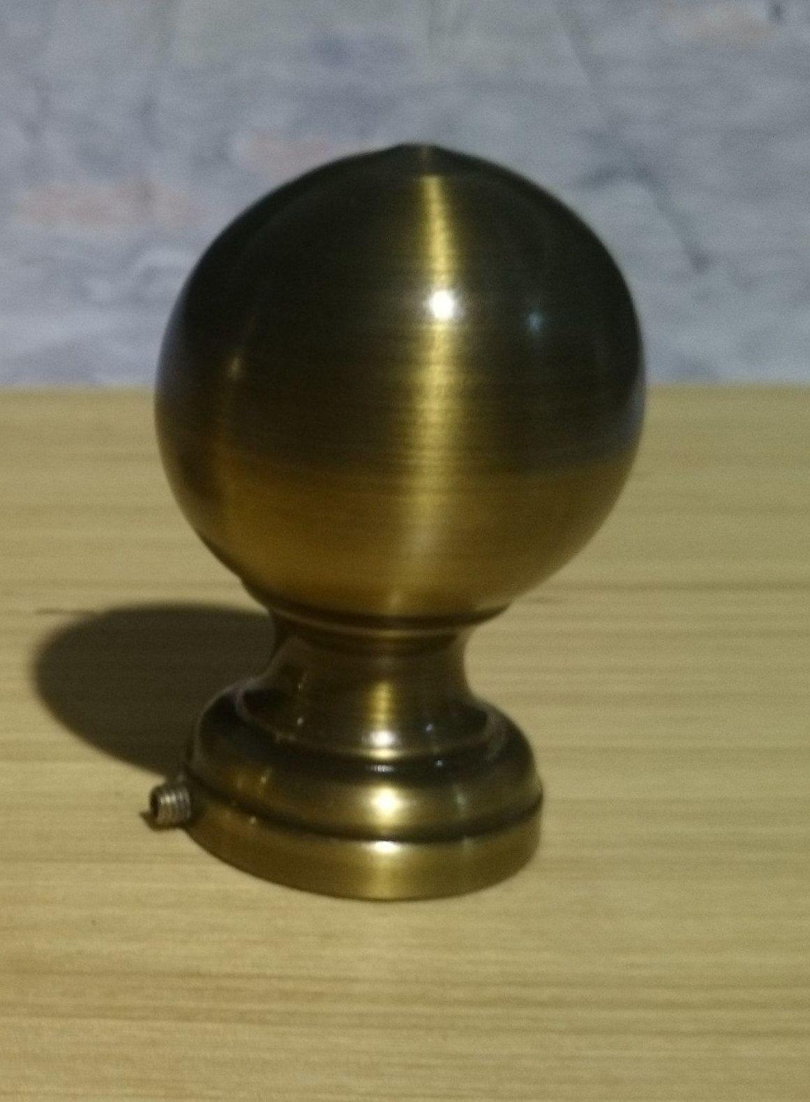 Bola lacada en bronce envejecido: Catálogo de muebles de forja de Forja Manuel Jiménez