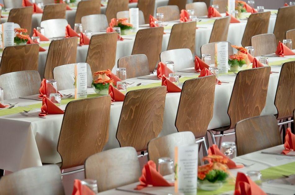 Alquiler de mesas y sillas en Sevilla para eventos