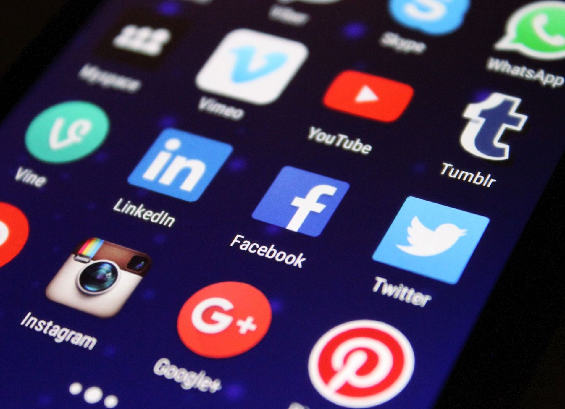 Síguenos en las Redes Sociales: Productos de Bricolèctric