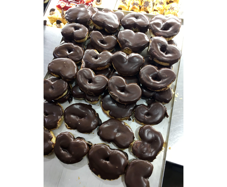 Pastelería Jeycar, especialidad en palmeras de chocolate