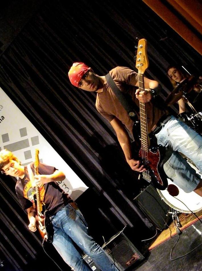 guitarra, bajo y batería Escuela de Música Fama MADRID http://www.escuelamusicafama.es/es/