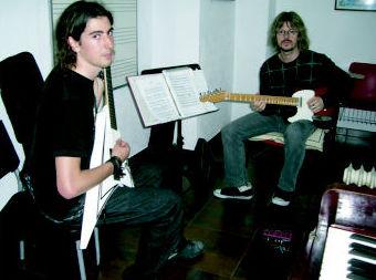 Guitarra eléctrica Escuela de Música Fama MADRID http://www.escuelamusicafama.es/es/