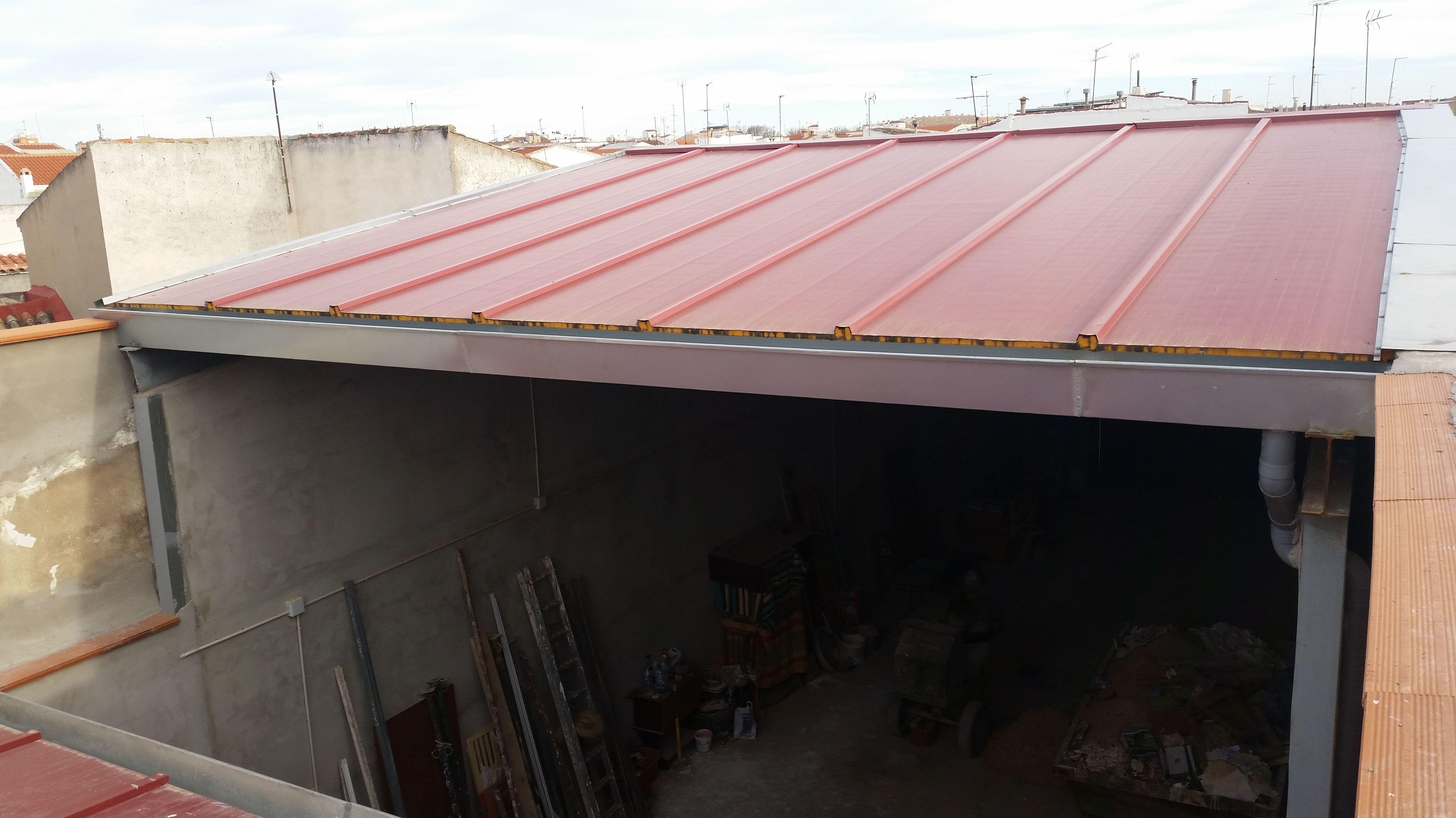 cubierta de panel sandwuich y canalon galvanizado