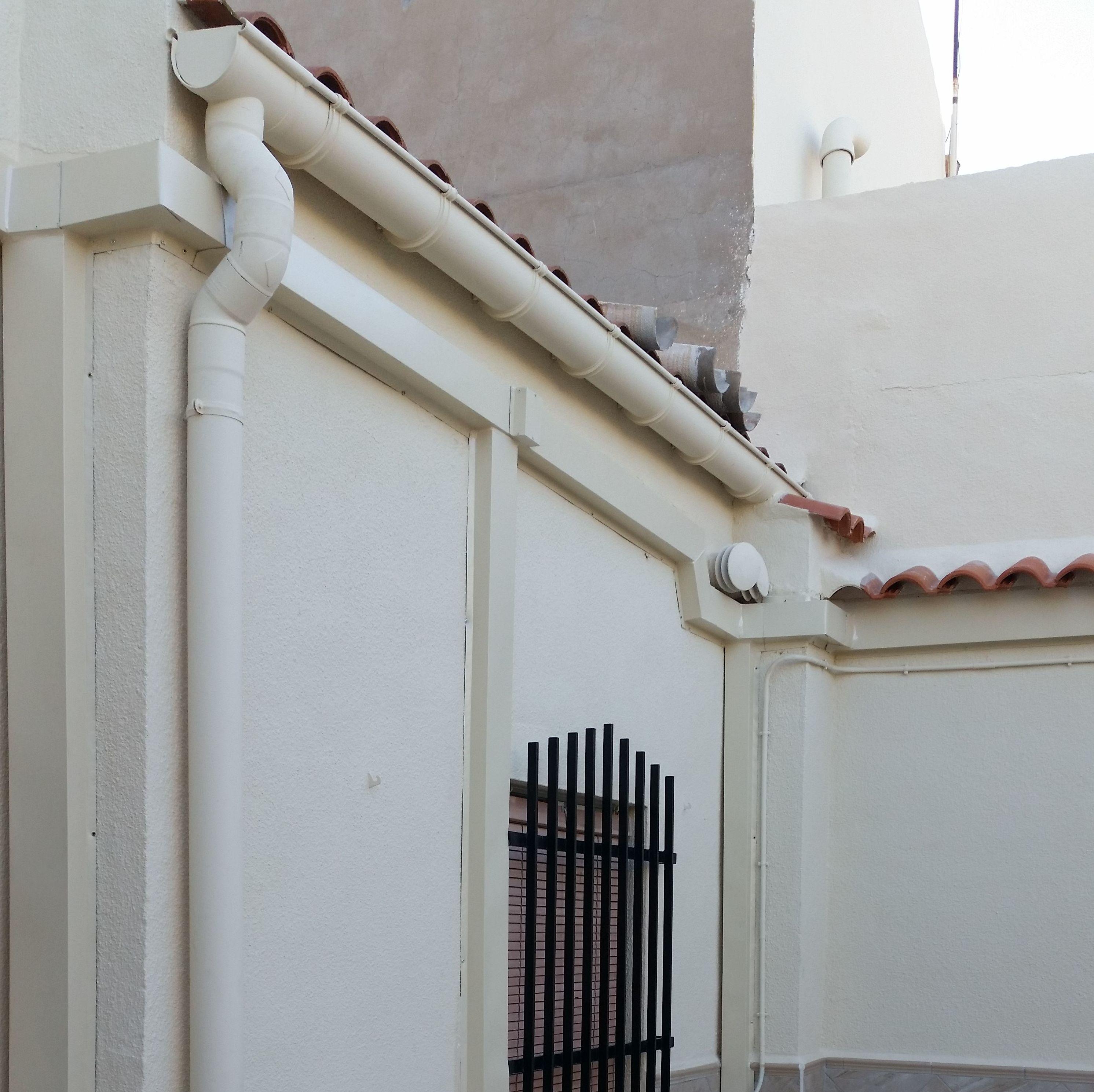 Canaleta de aluminio para tapar instalación de fontaneria