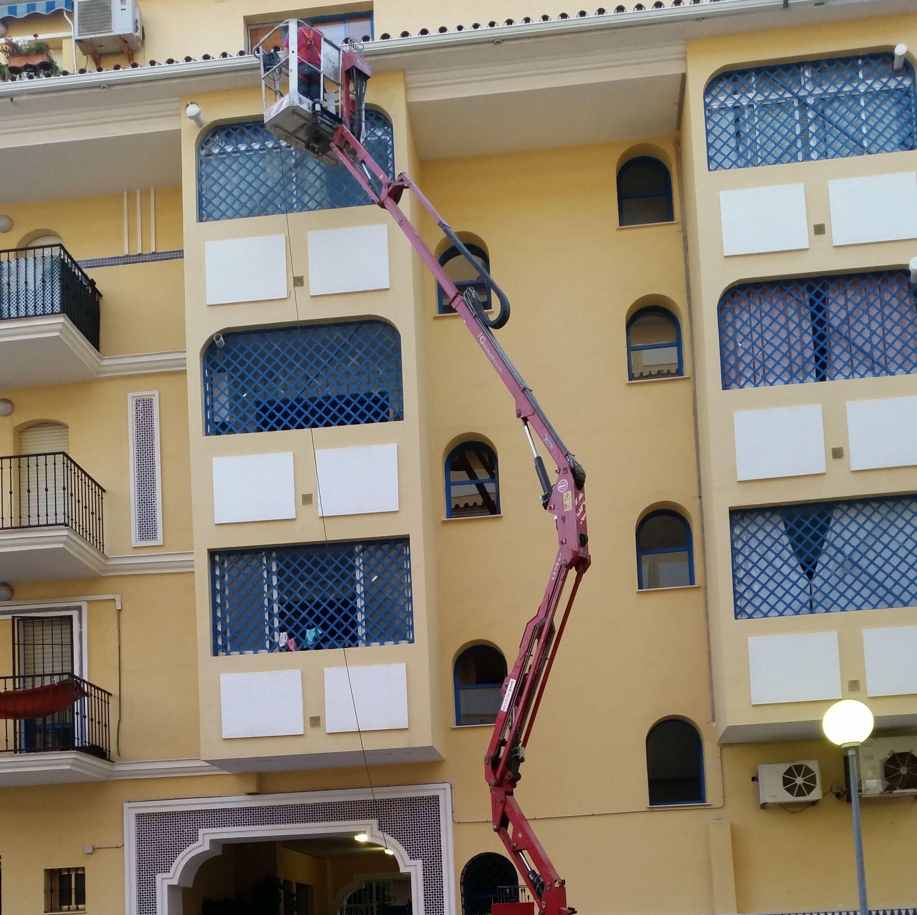 Trabajos de altura en patio interior de comunidad de vecinos