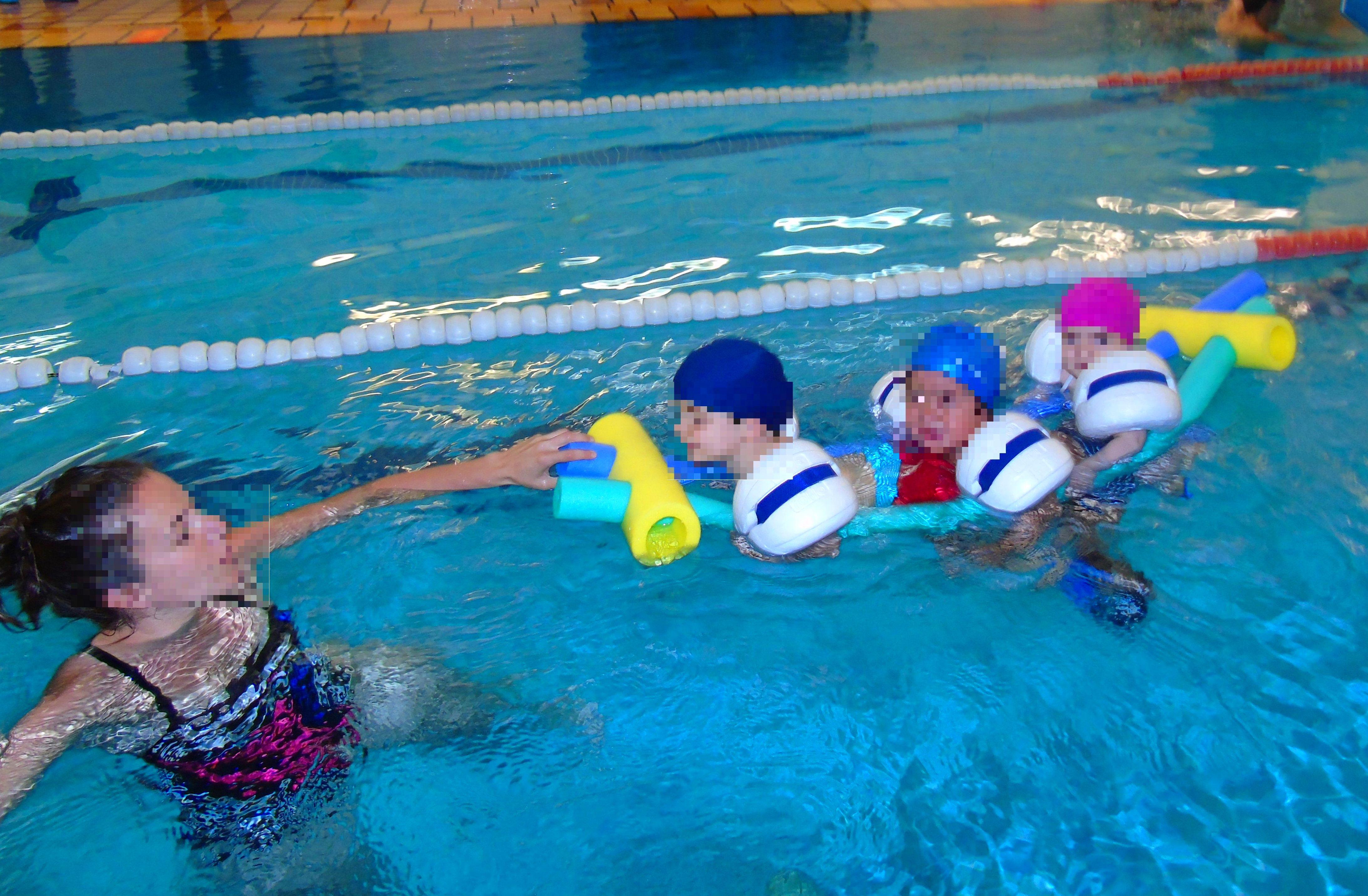 Los pececitos que van por el agua...nadan, nadan, nadan ...