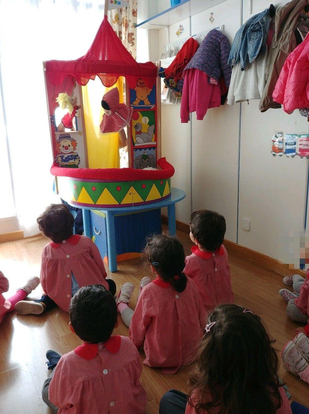 EL TEATRO GUIÑOL EN LA ESCUELA INFANTIL BILINGÜE CENTRO VIDA