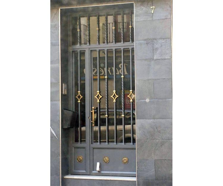 Fabricación de puertas de portales en Valladolid