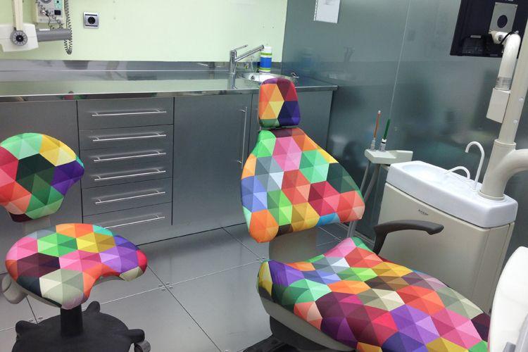 Sala para tratamientos dentales infantiles