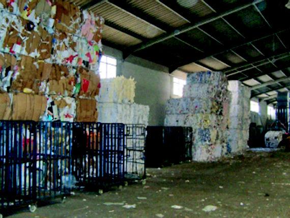 Foto 13 de Recuperación de papel y cartón en Fuenlabrada | Papeles Cruz, S.A.