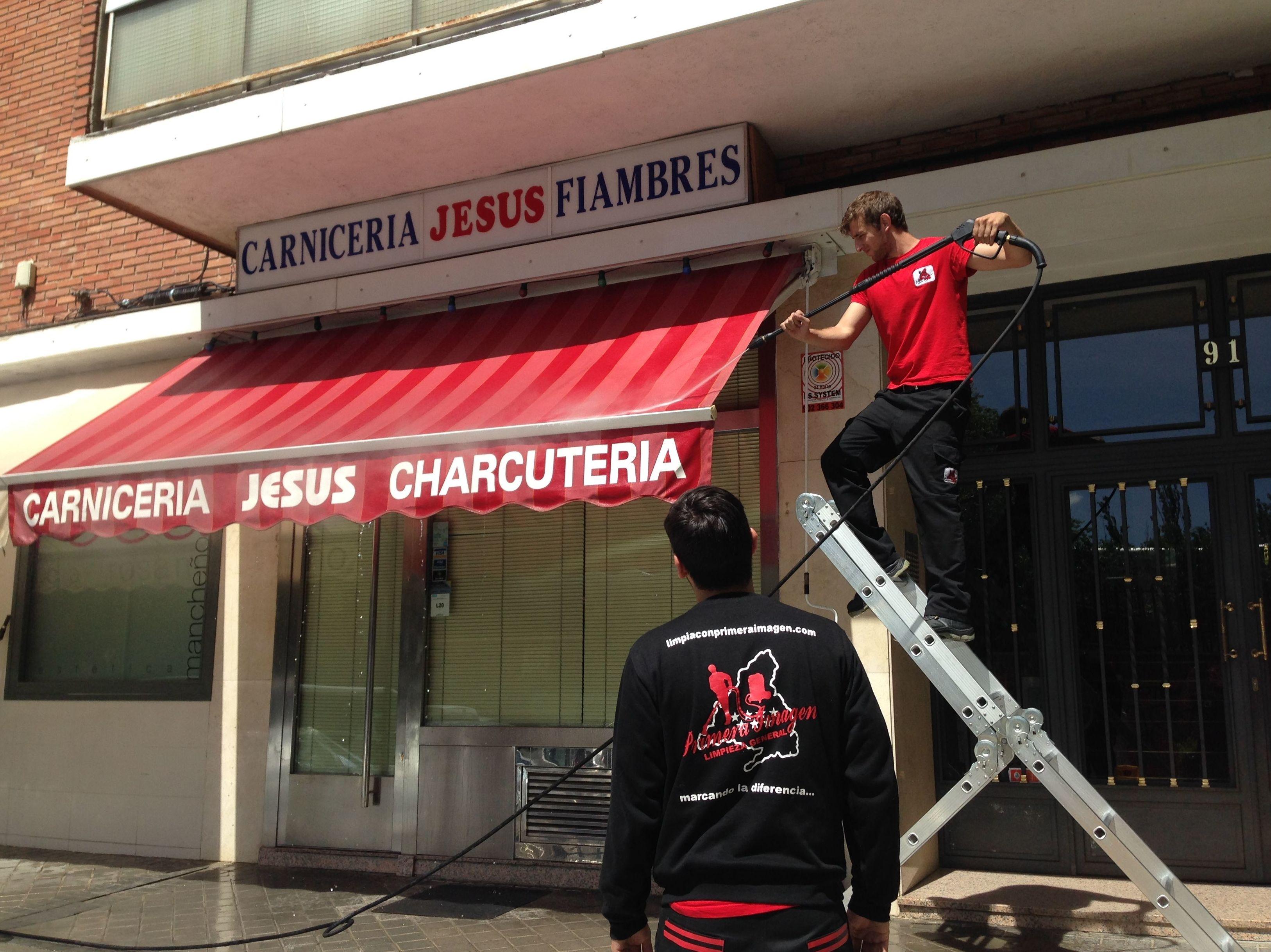 Limpieza de Toldos en Madrid: Servicios de Primera Imagen Limpiezas