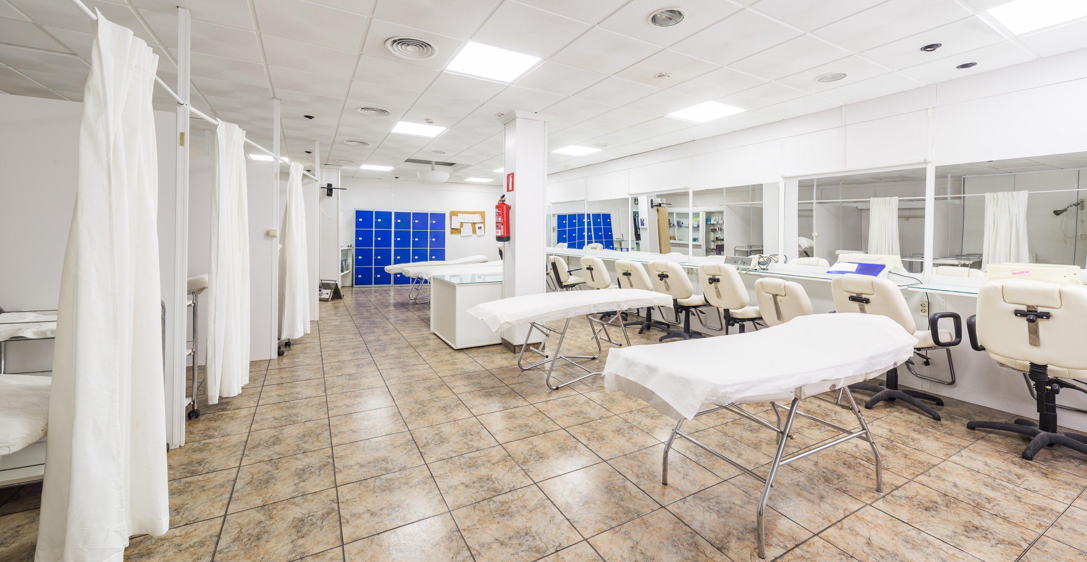 Foto 9 de Academia de peluquería y estética en Albacete | Centro de formación Virgen de los Llanos- Moliné