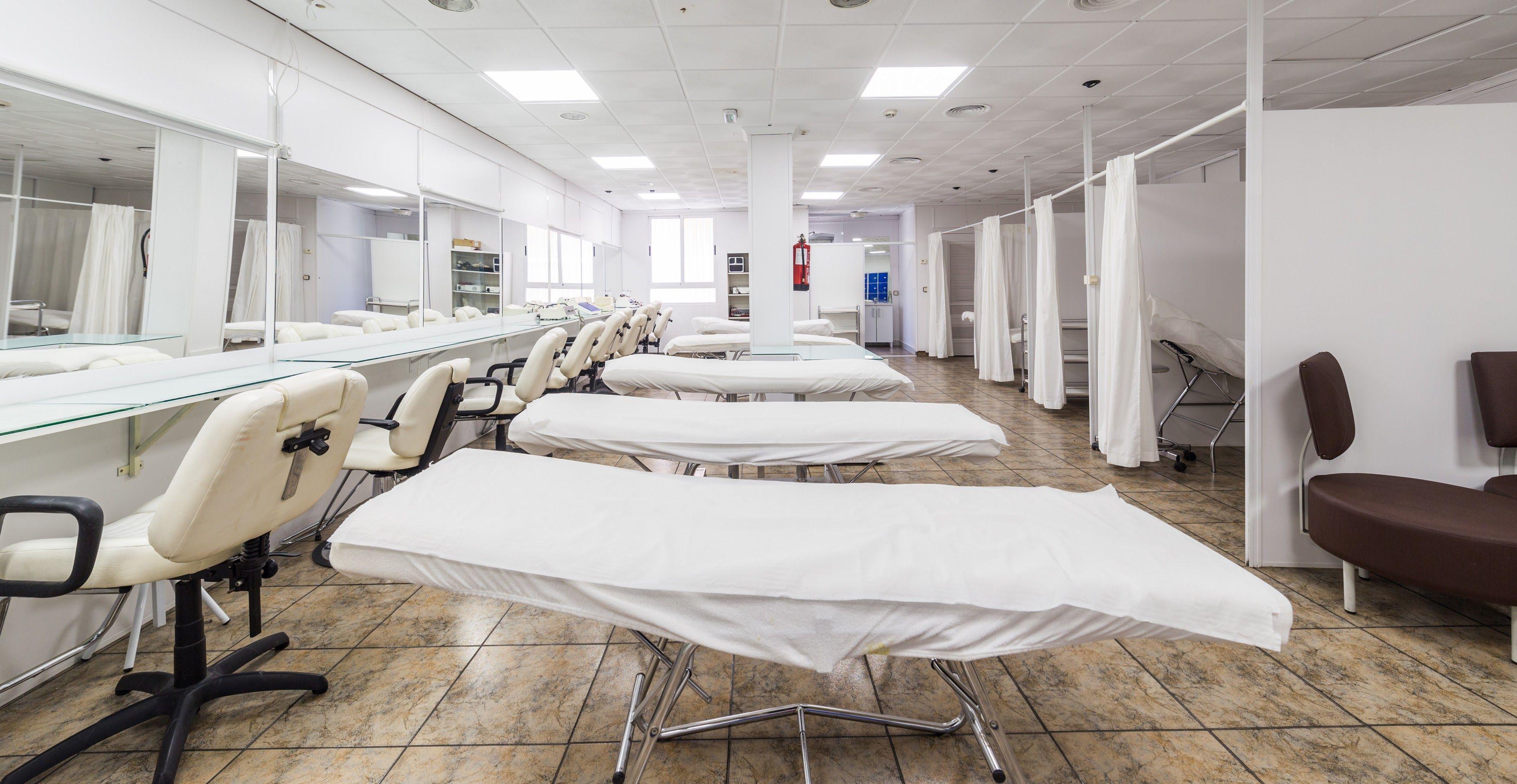 Foto 10 de Academia de peluquería y estética en Albacete | Centro de formación Virgen de los Llanos- Moliné