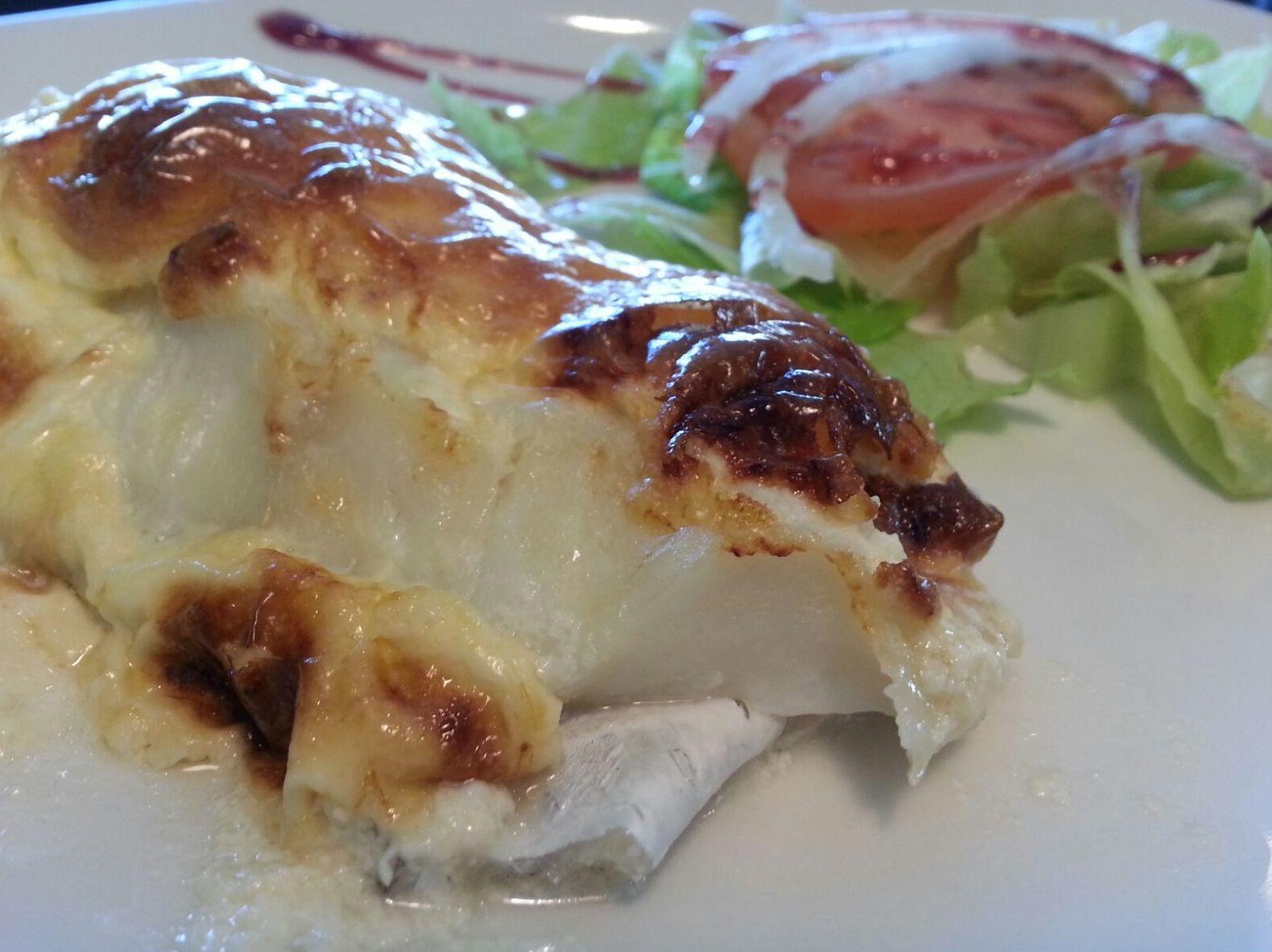 bacalao gratinado con aliolipera, barrestaurantedonaelena en las tablas