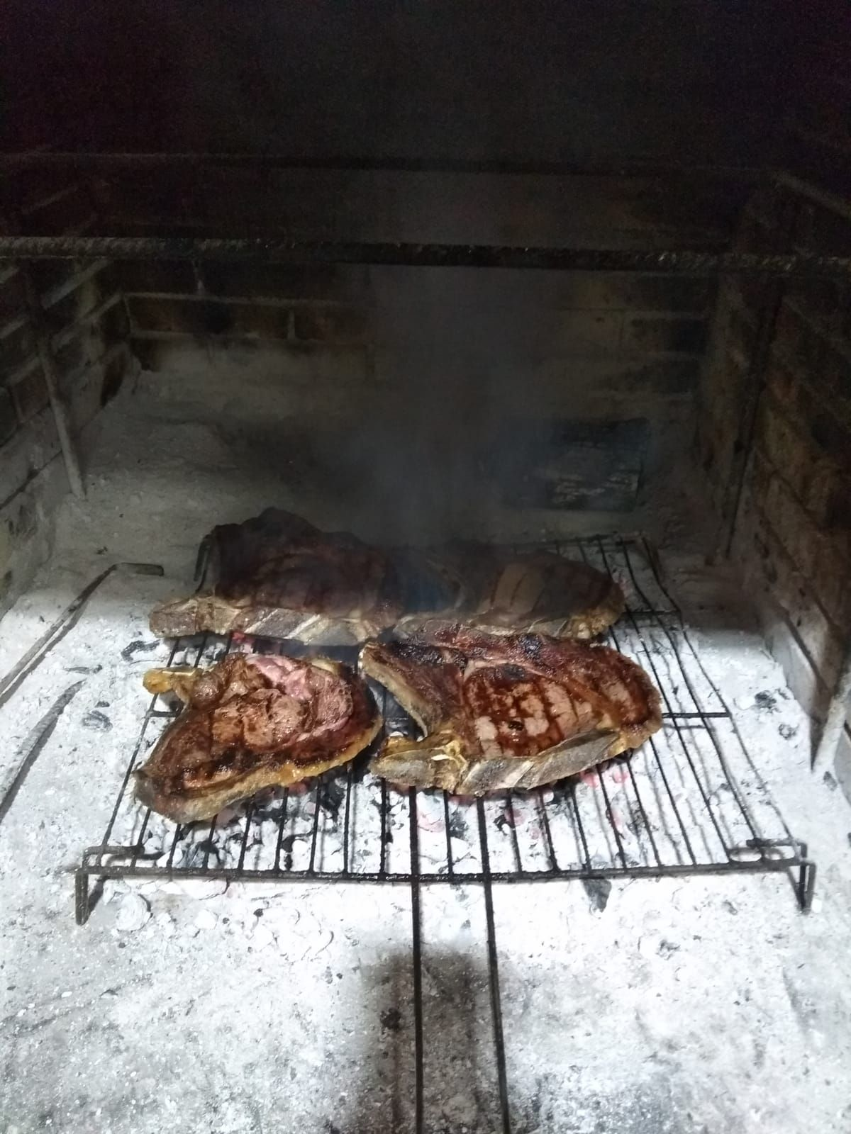 Asador de  carnes a la brasa en Albacete