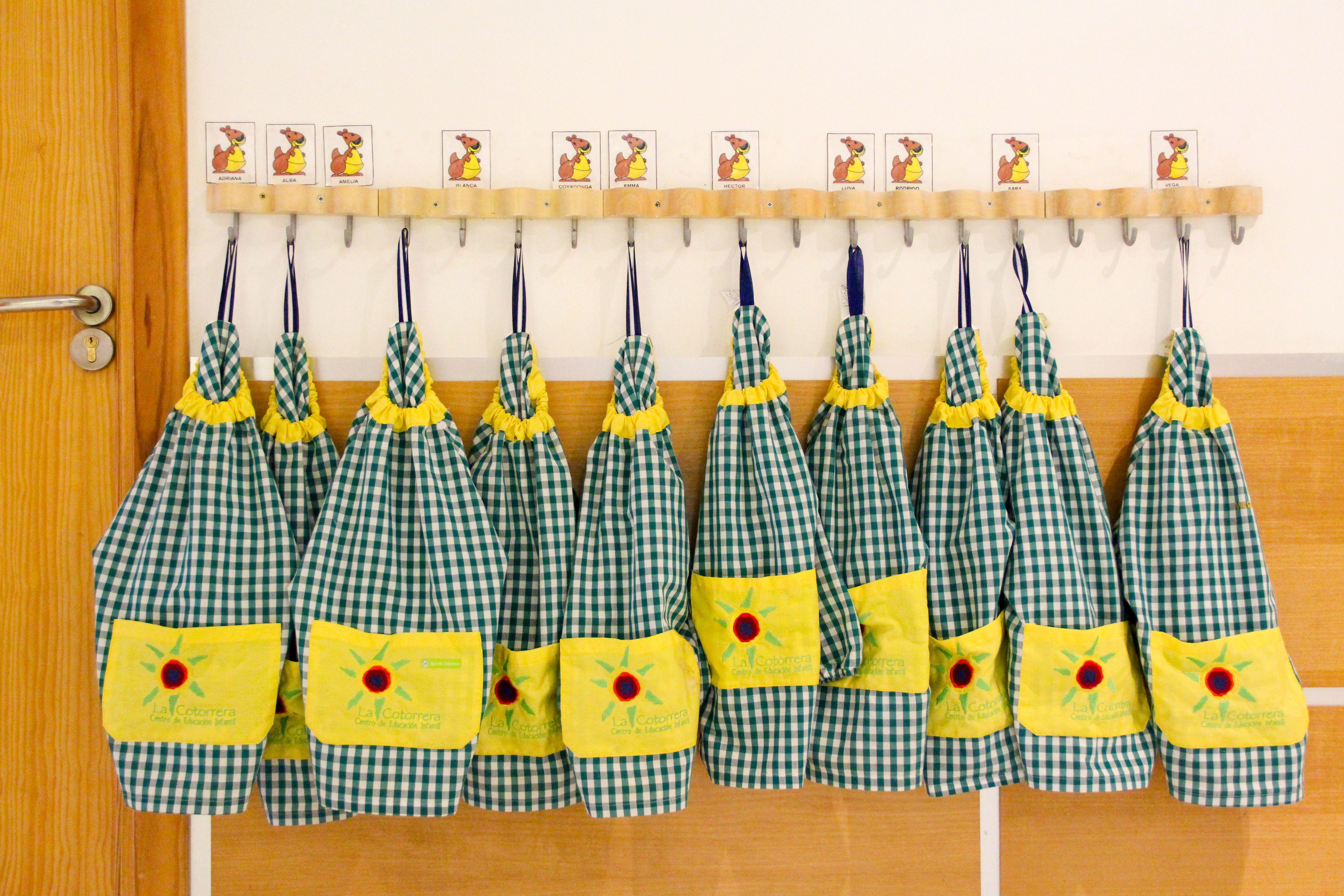 Percheros Escuela Infantil La Cotorrera