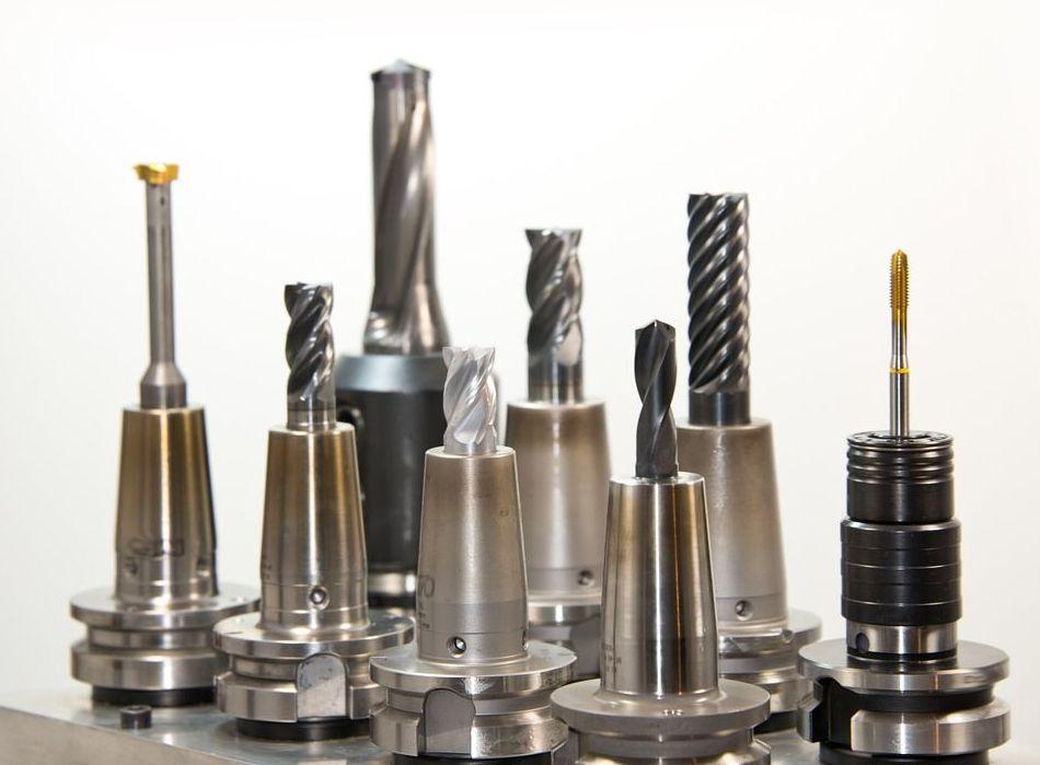 Mecanización de piezas diversas en pequeñas o medianas