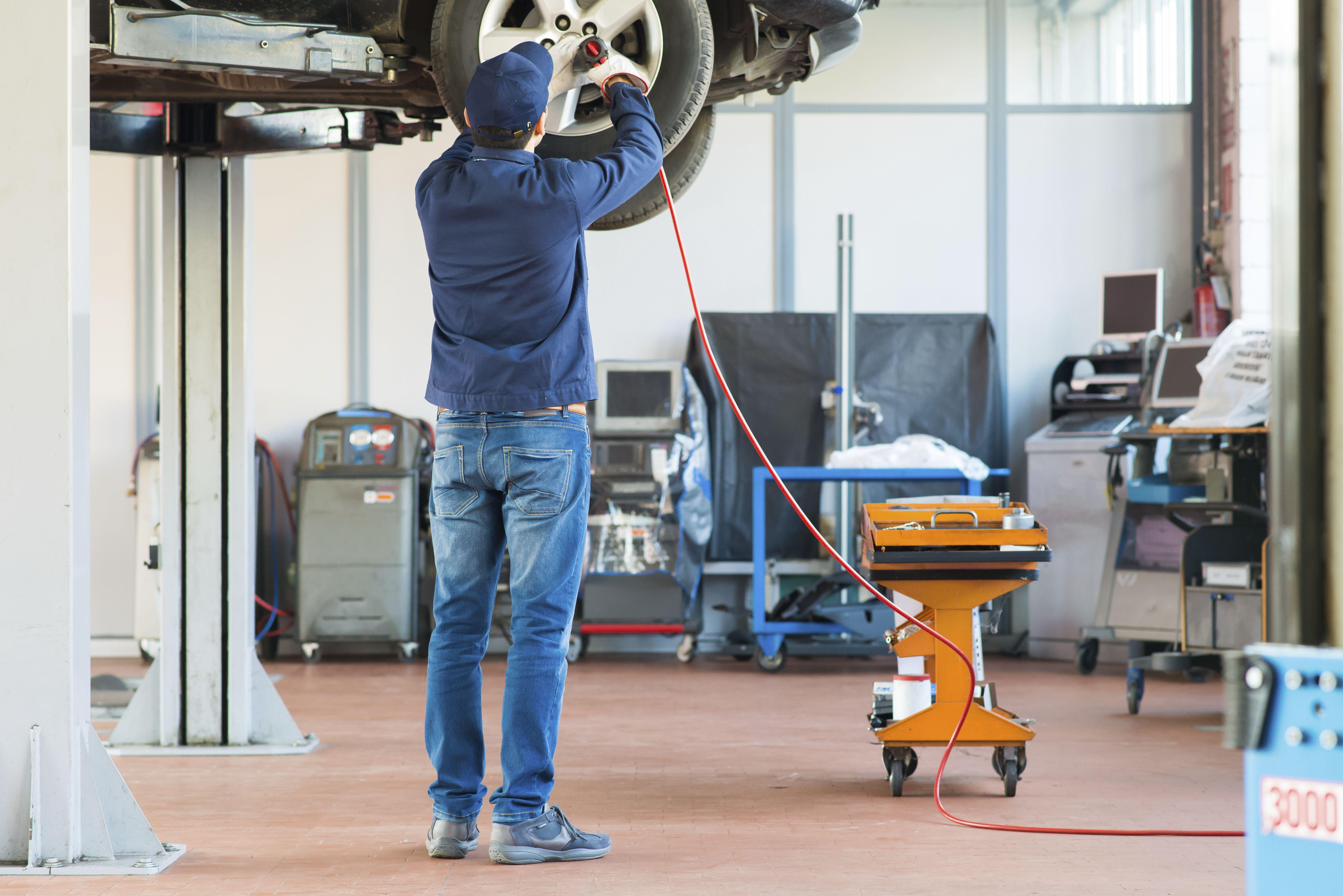 Reparación de vehículo en Tallers Montecarlo