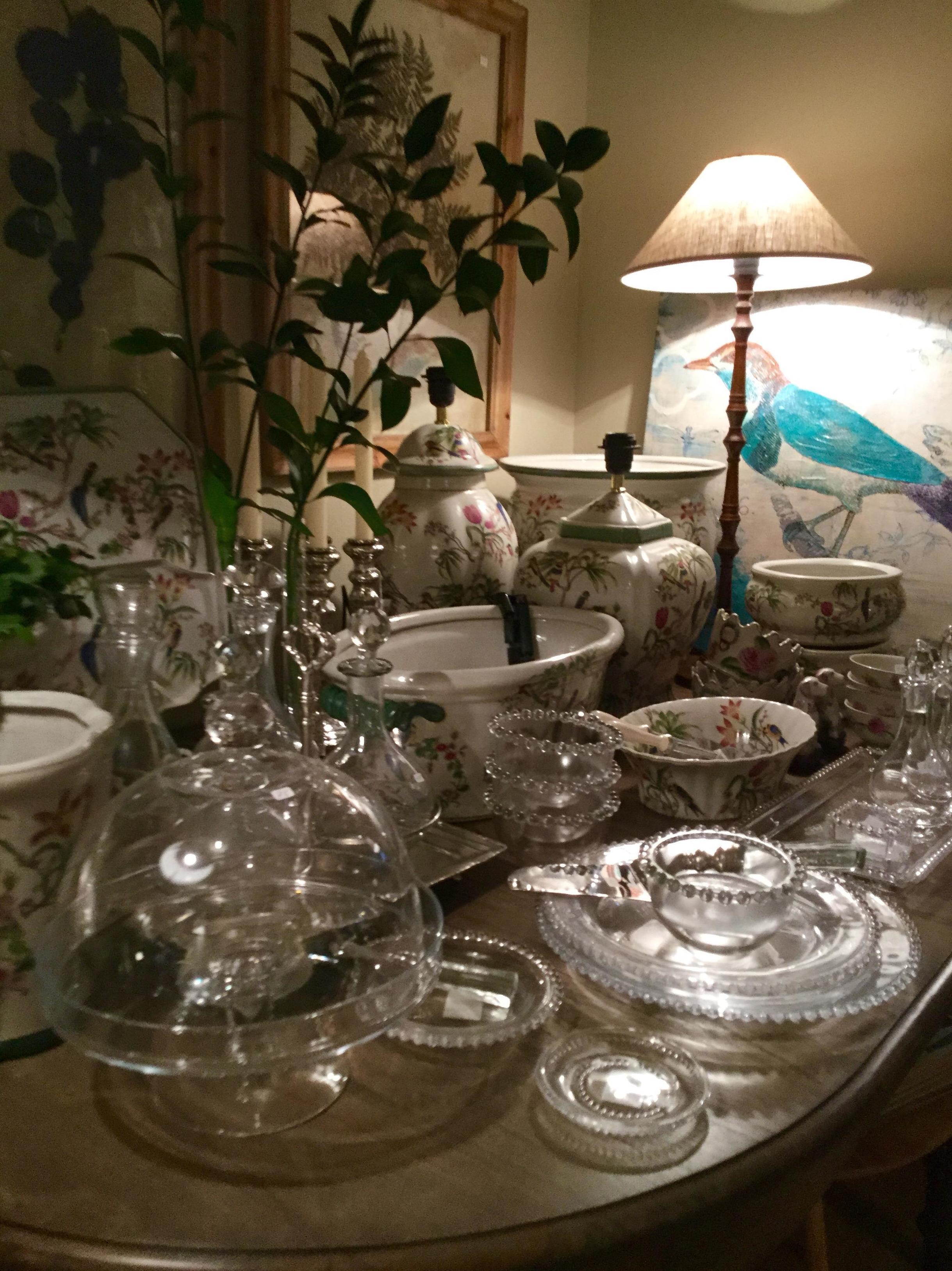 Elementos decorativos de porcelana