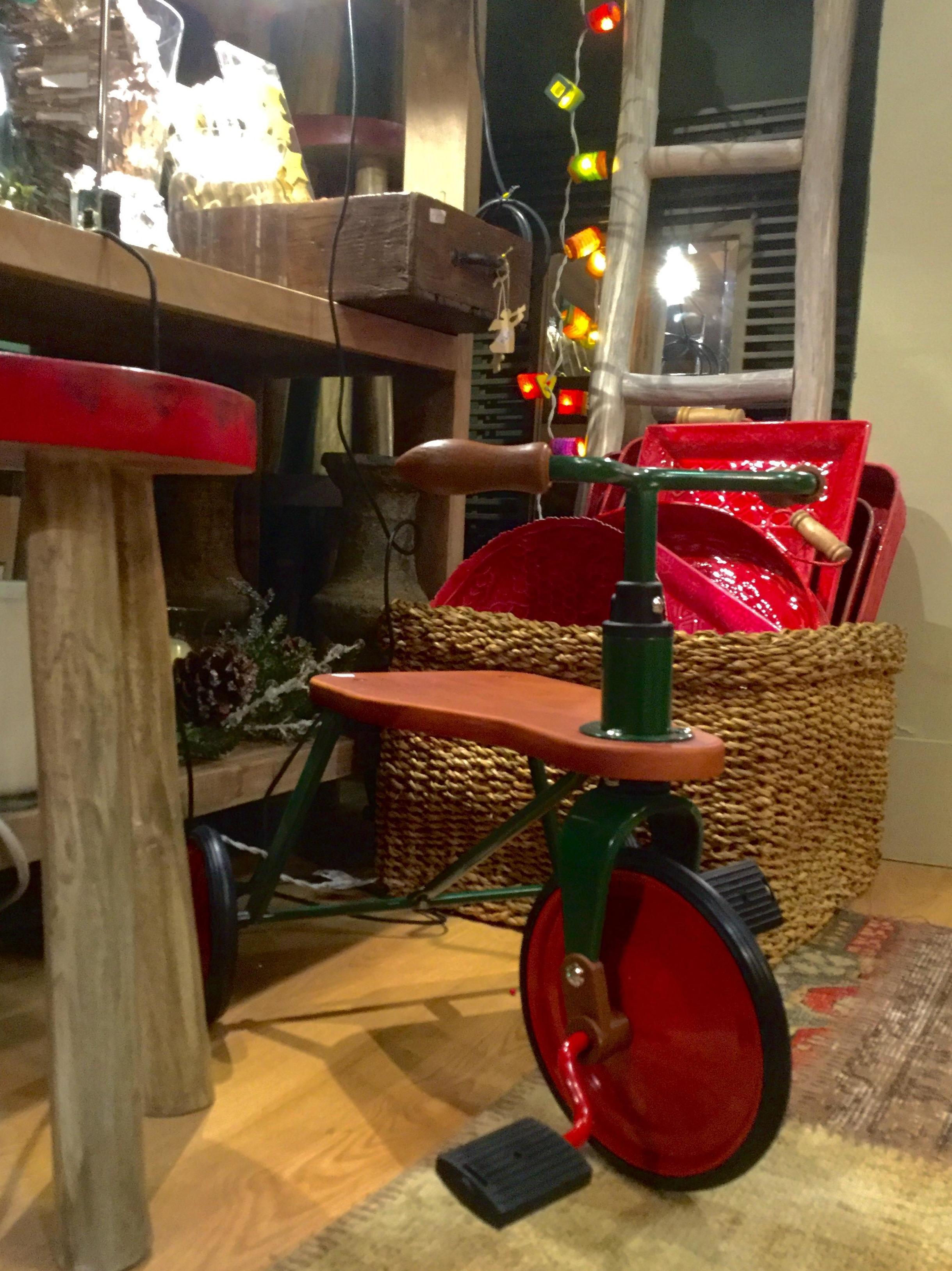 Triciclo vintage para decoración