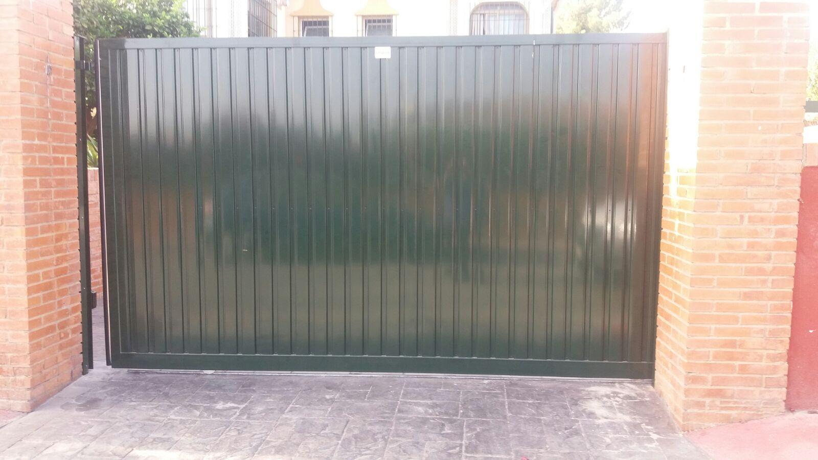 Puerta corredera de chapa
