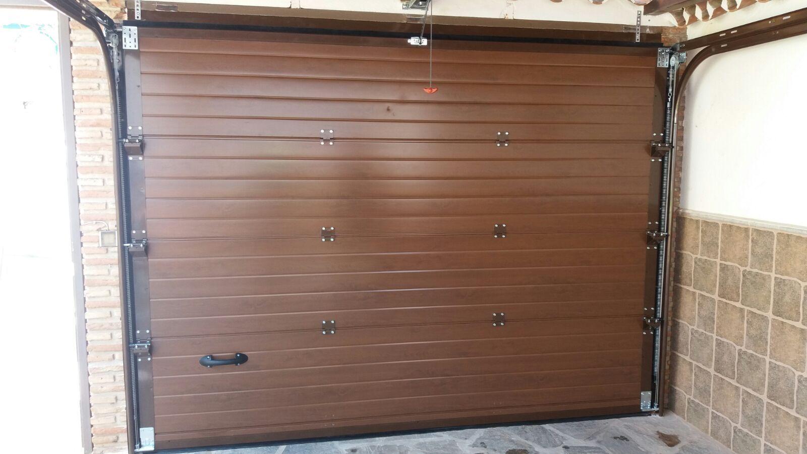 Puerta seccional de imitación madera cara interior