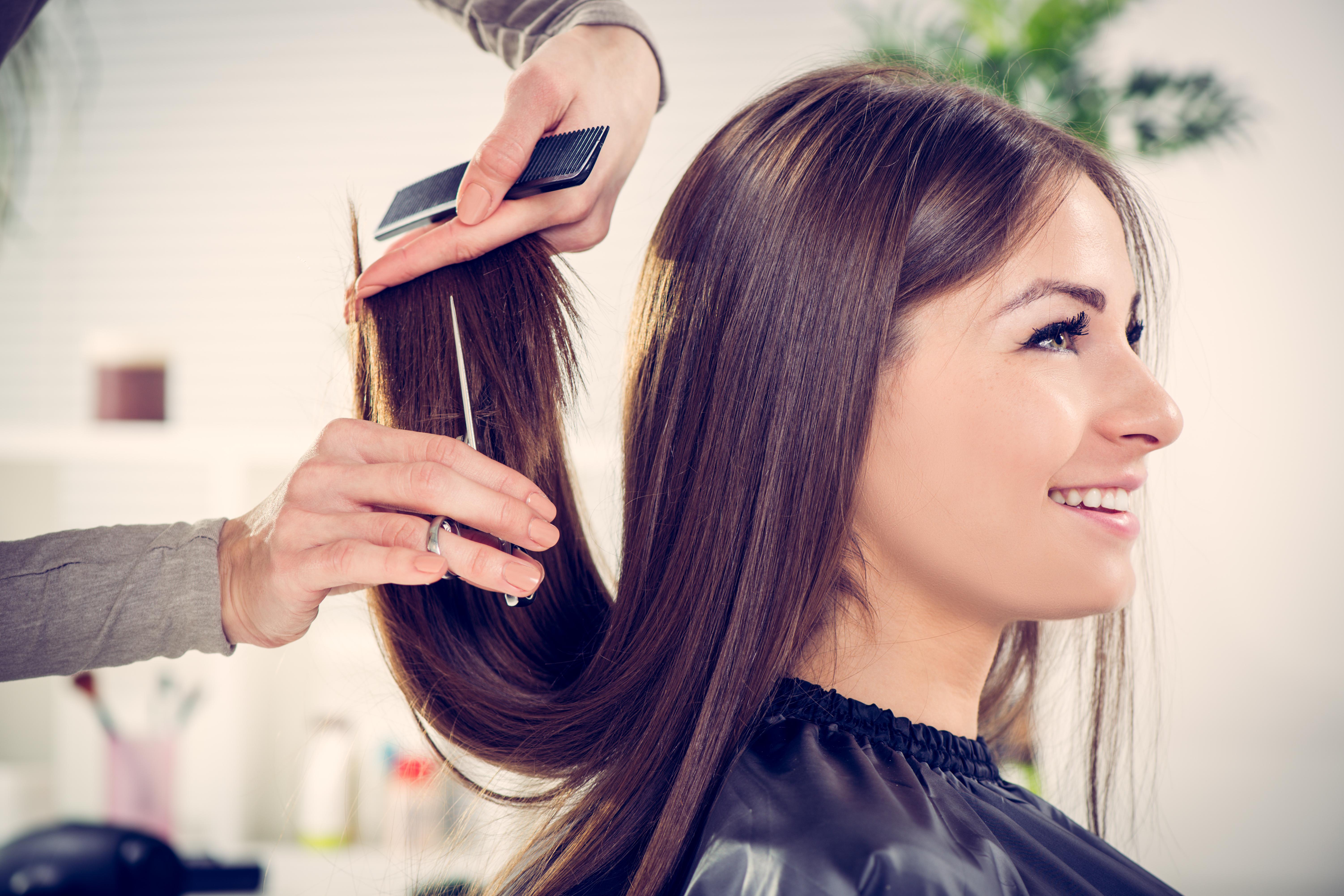Cortes de tendencia en nuestra peluquería moderna en Gijón