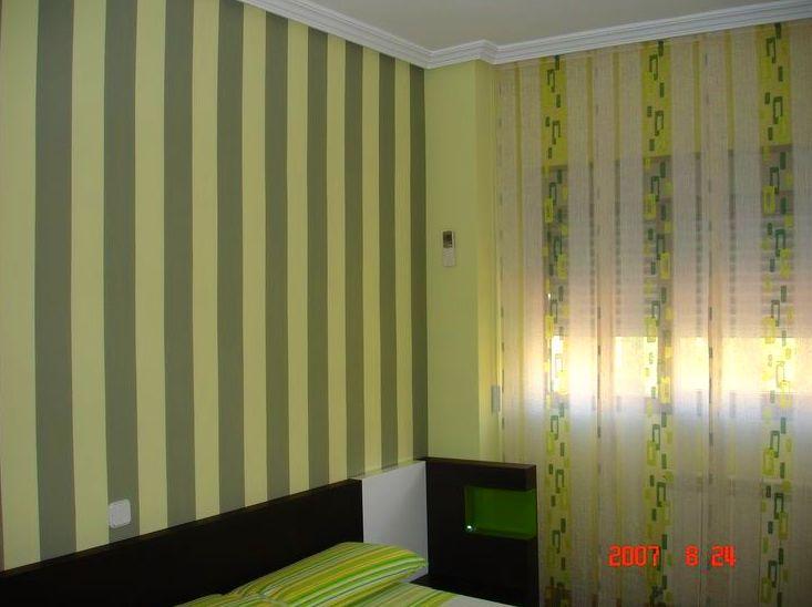 Pintura decorativa en cabecero de habitación principal