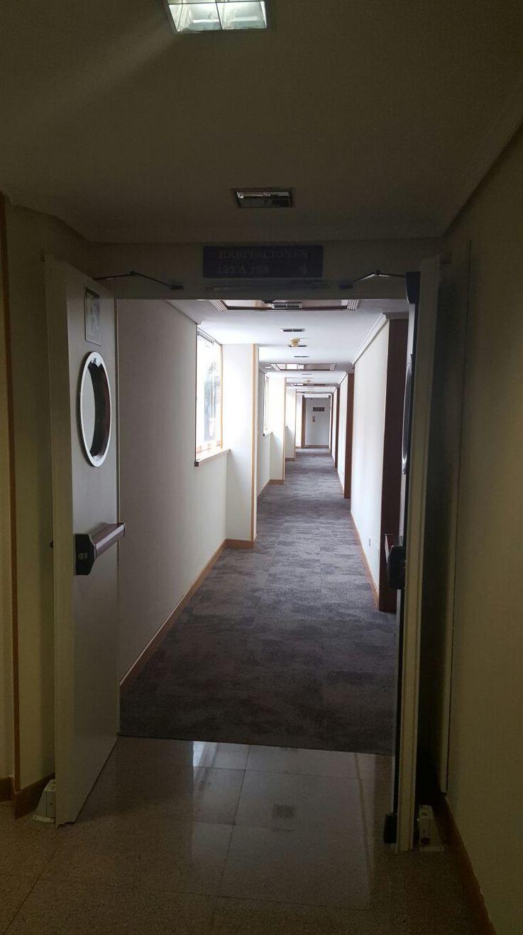 Pintura plástica en color en todos los pasillos del Rafael Hoteles Ventas